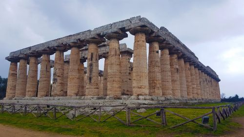 paestum temples greece