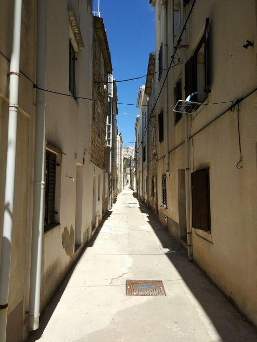 pag narrow street street