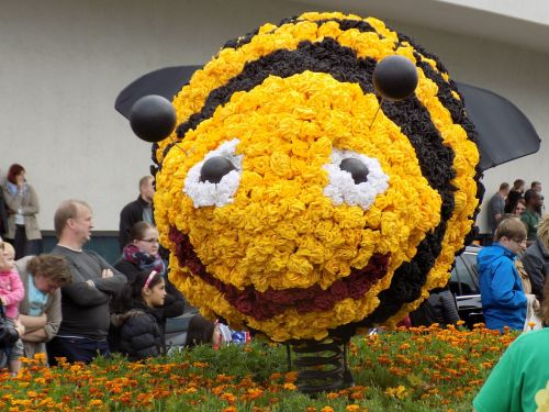 bee pageant parade floats
