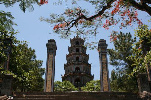 pagoda,1601,budizmo šventykla,zen,ramybė,dangiškoji panele pagoda,hà khe hill,kvepalų upė,bokštas,stulpeliai,aukščiausia Pagoda Vietnamas,asija,medžiai,gėlės,sodas,budizmas,tikėjimas,religija,gamta,kraštovaizdis,žalias,atsipalaidavimas,atsipalaiduoti,ramybė,dvasinis,meditacija,balansas