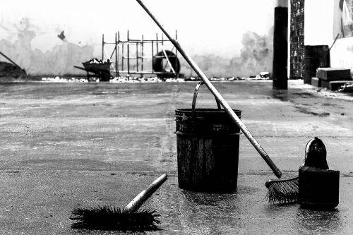 pail broom black