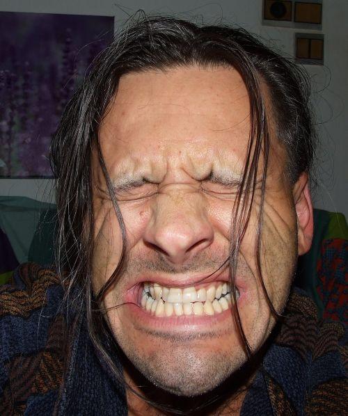 pain autoportrait long hair