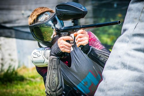 paintball  shooting  player