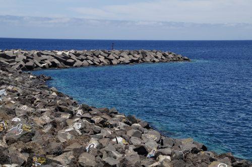 dažyti akmenys,akmenys,kranto akmenys,dažytos,menas,jūra,атлантический,Tenerifė,santa cruz,molas