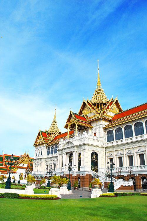 palace chakri temple of the emerald buddha