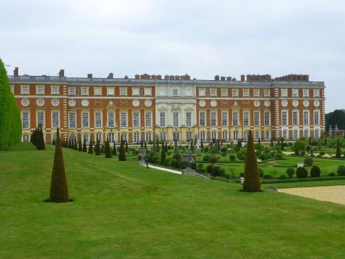 palace hampton court king henry
