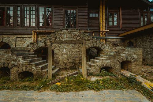 rūmai,karalius hari singh,kašmyras,Gulmarg,medinis rūmai,karališkasis,ruduo,šviežios spalvos,vakaras,šviesus,ruda,akmenys,architektūra,mediena,riešutmedžio mediena,graikiniai riešutai,senovės,senas,senovės rūmai,senoji rūmai,paveldo vieta indija,Indija,paveldo vieta kašmyras,senas ir naujas,akmeniniai vartai,senoji struktūra,griuvėsiai,senovės struktūra,stiklo langai,stiklas