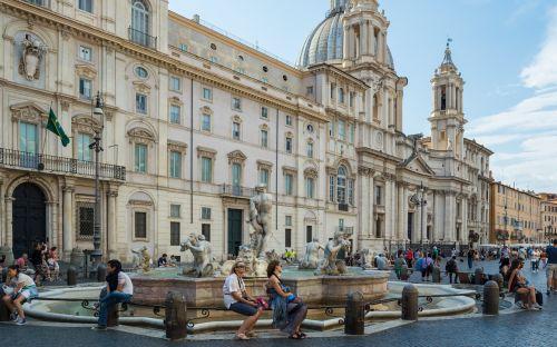 palazzo pamphili piazza navona moor fountain