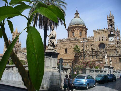Palermo,piazza,kupolas