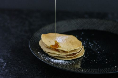 pancakes dripping maple