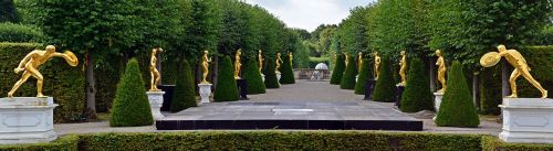 panorama statues gold