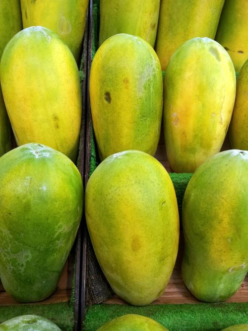 Papaya In Piles For Sale