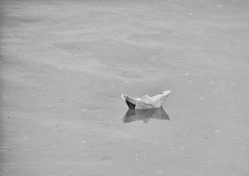 papierschiff ship swimmer