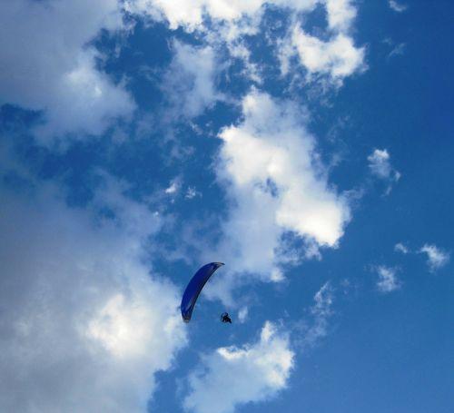 parachute blue drifting