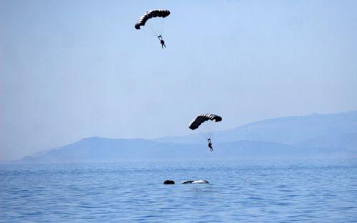 parachute jump marine