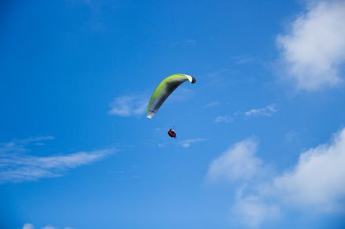 parachute fly skydiving