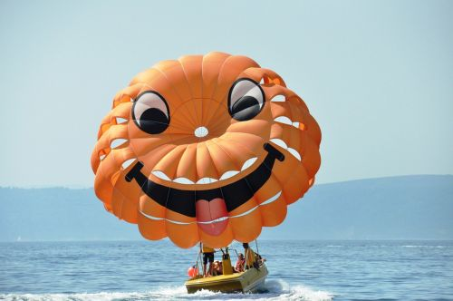 parachute smiley sea