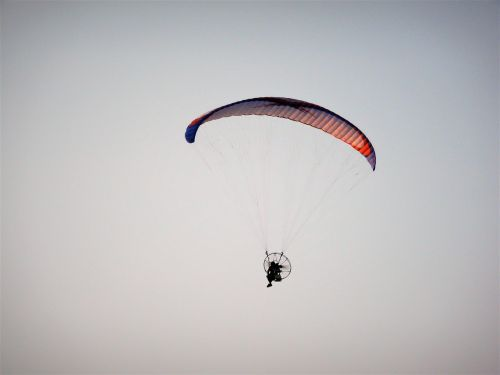 parachute flight sky