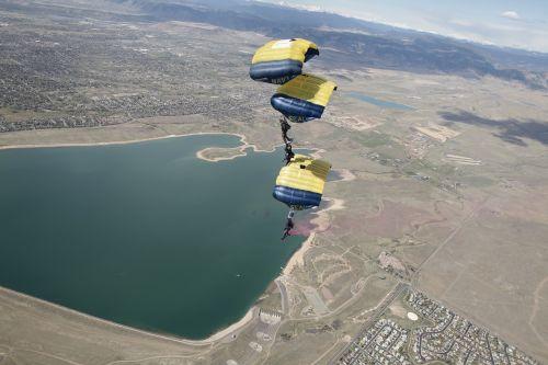 parachute team skydiving
