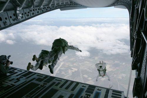 parachute skydiving parachuting