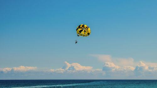 parachuting water sport activity