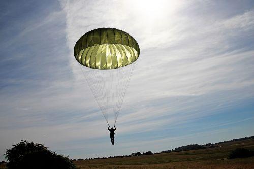 parachutist parachute skydiving