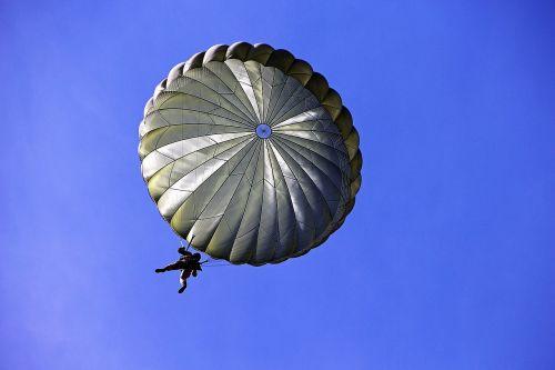parachutist parachute soldiers