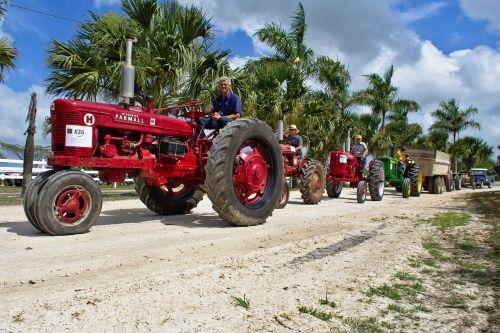 parade antiques tractors