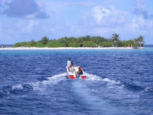 paradise the ship blue sea