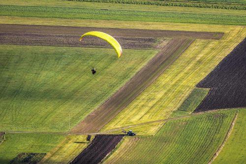paraglider fly paragliding