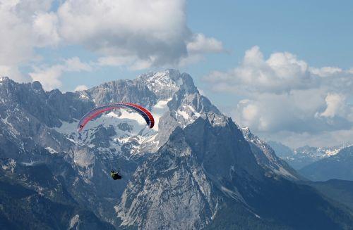 paraglider alpine zugspitze