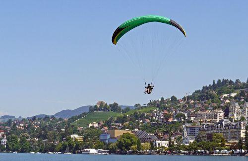 paraglider landing montreux