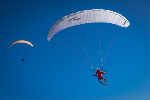 paraglider fly air
