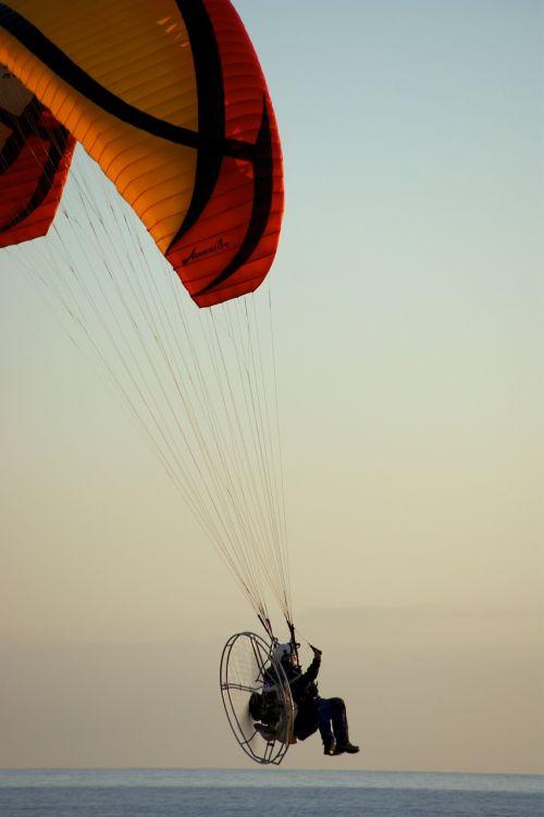 paraglider motor sea