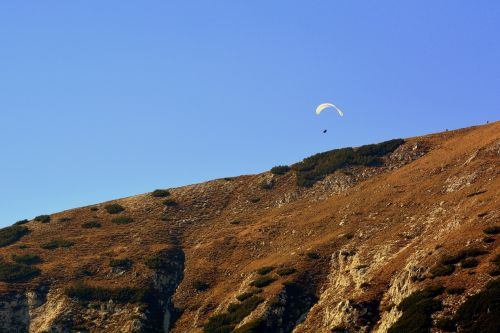 paragliding mountain fly
