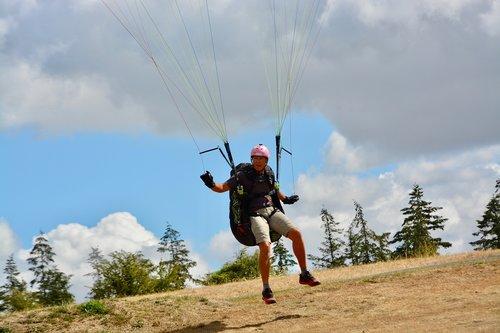 paragliding  paraglider  landing paraglider pilots