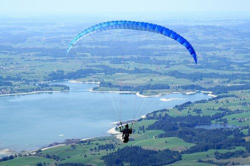 paragliding  flying  paraglider