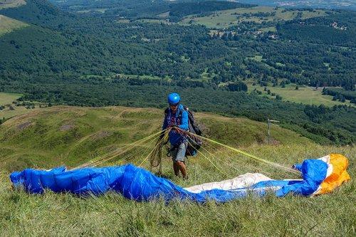 paragliding  puy-de-dome  hill