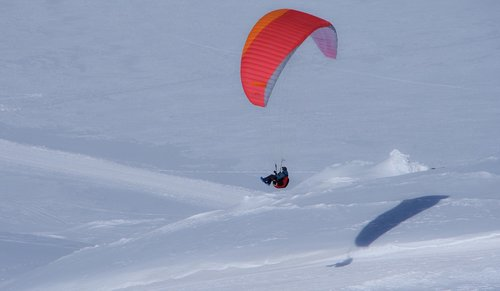 paragliding  snow  mountain