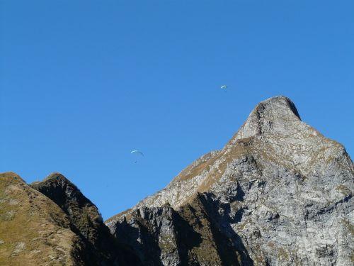 paragliteris,höfats,aukščiausiojo lygio susitikimas,aelpelesattel,vakarų viršūnių susitikimas,rytų aukščiausio lygio susitikimas,viršūnių susitikimas,kalnai,kraigas,alpinistas,alpinistas,kietas,eksponuotos,kalnas,Allgäu,Allgäu Alpės,Alpių,žygiai,kalnų žygiai,Rokas,pietų pietryčių griuvėsiai,rožinis,Pietryčių siena,paragleris,paragliding,skristi,ekranas