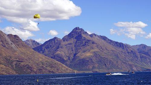 parasailing lake mountains