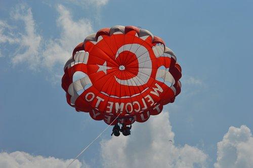 parasailing  parasailers  water sports