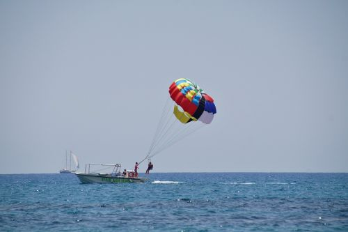 parasailing paragliding sea