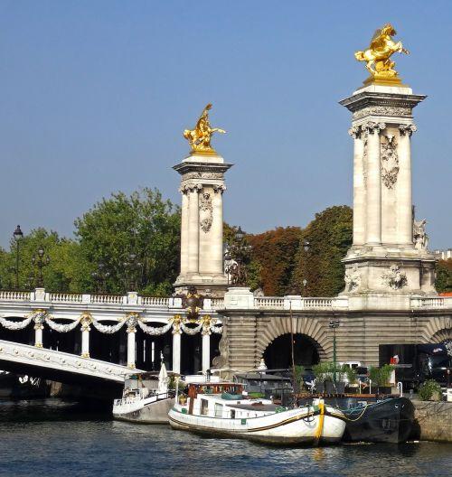 paris columns bridge