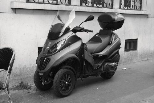 paris france scooter