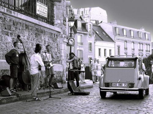 paris montmartre street music