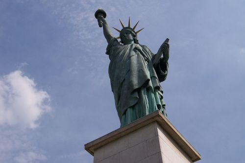 paris statue of liberty seine