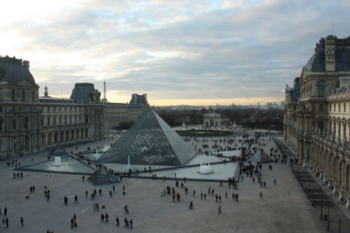 paris louvre france