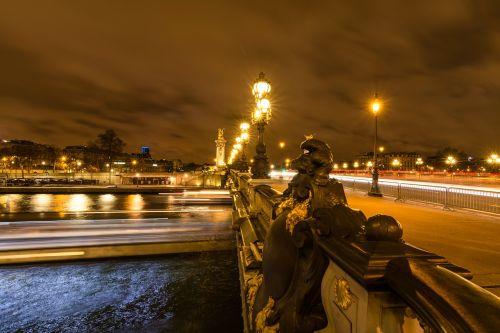 paris bridge street