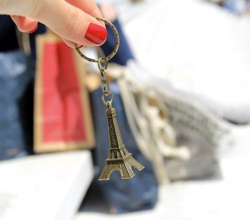 paris,Eifelio bokštas,apsipirkimas,france,lankytinos vietos,champs elysees,turistų atrakcijos,pirkimas,maišeliai,raudona,pirkinių krepšys,plastikinis maišelis